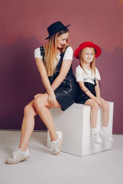 Русским лесбиянки мать и дочь   смотреть порно видео