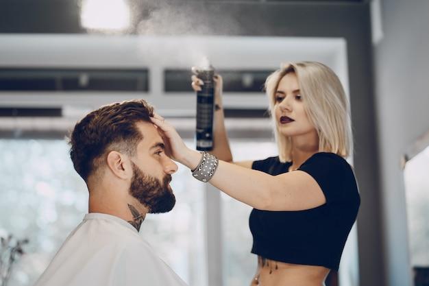 理髪店の男 無料写真