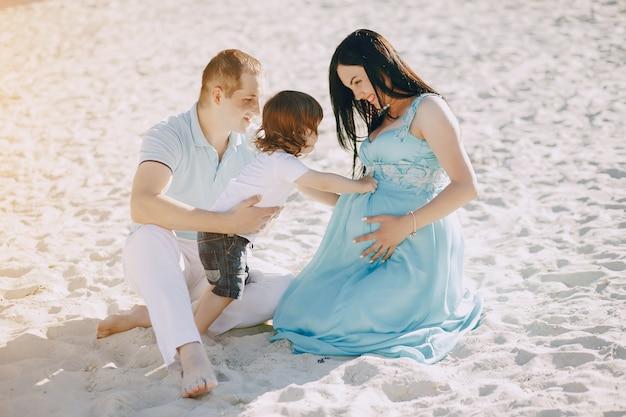 ビーチの家族 無料写真