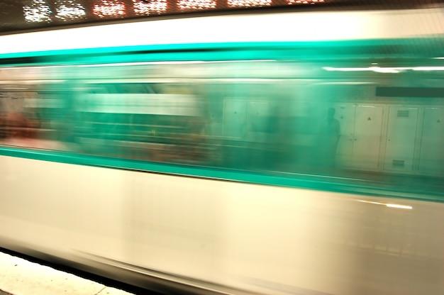 地下鉄モーションブラー 無料写真