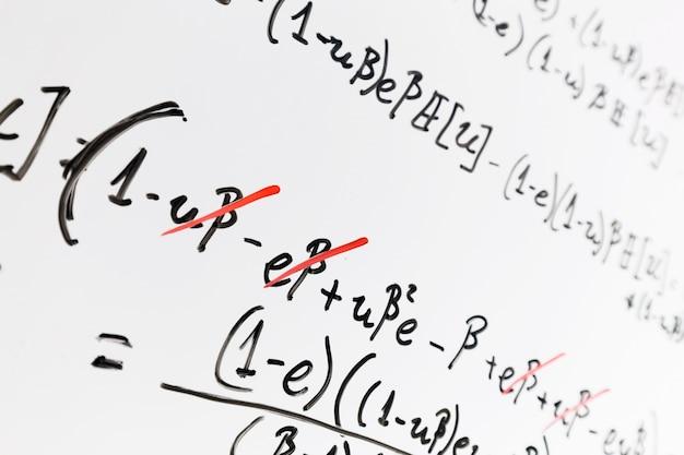 数学とホワイトボード 無料写真