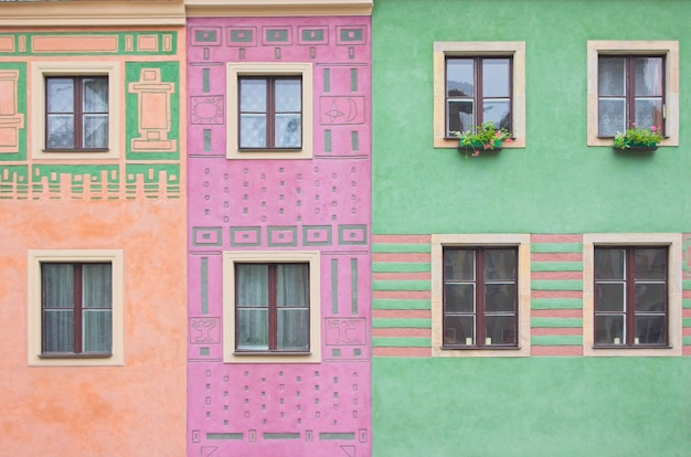 Окна в зданиях цветов Бесплатные Фотографии