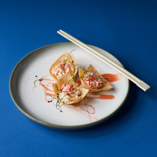 中国の旧正月の魚プレートのクローズアップ Premium写真