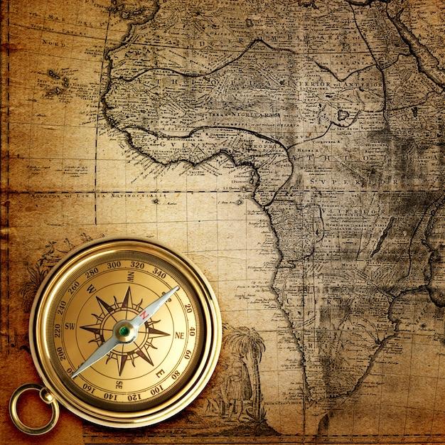 古い世界地図上のヴィンテージ時計ネックレス Premium写真