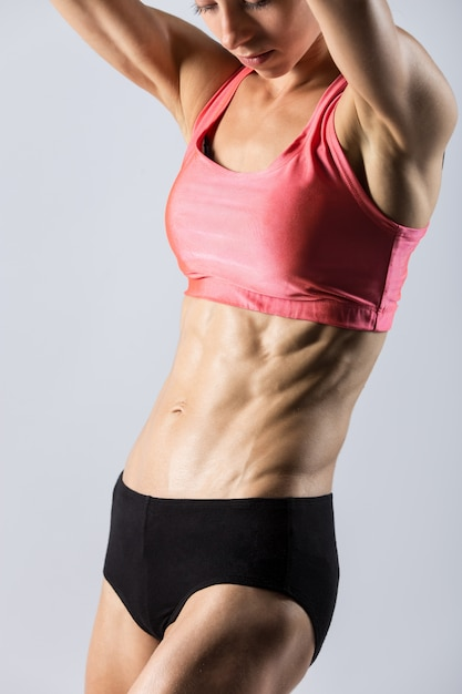 美しい運動の女性の胴のクローズアップ 無料写真