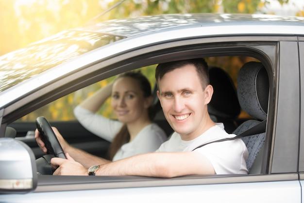 若い、笑っている、運転している、女、車、 無料写真