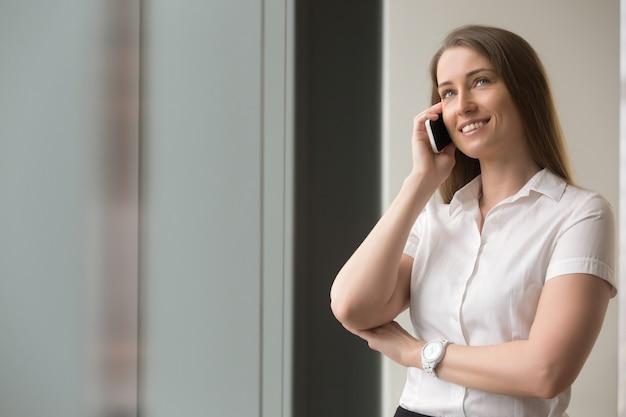 Уверен, предприниматель, говорить на мобильный телефон Бесплатные Фотографии