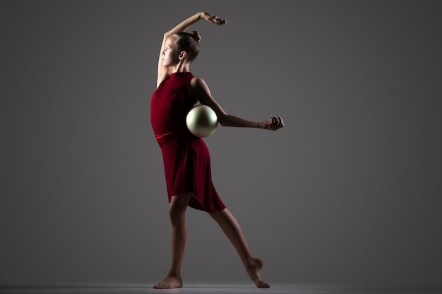 фото гимнасток с мячом студийные обеспечить