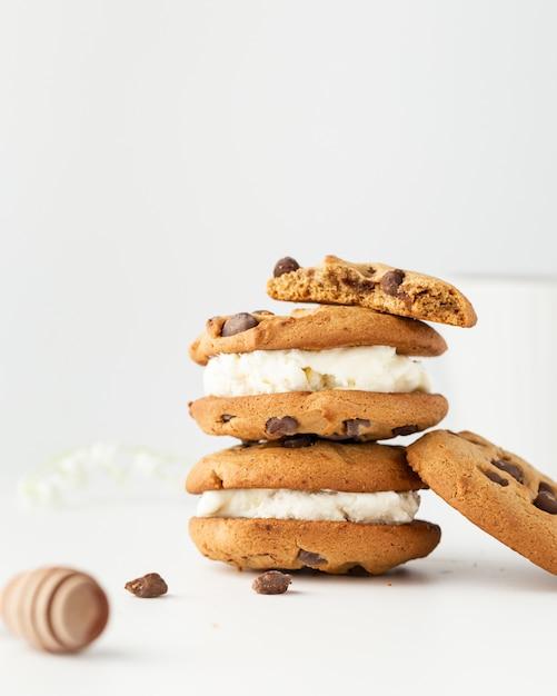 クリームとチョコレートのレシピと自家製クッキー 無料写真