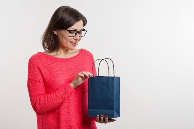 女性オープンショッピングバッグ Premium写真