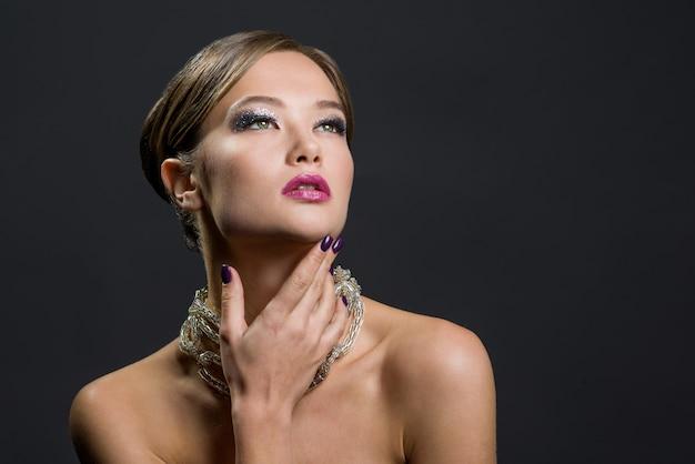 美しい女性の魅力の肖像画 Premium写真