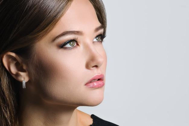 美しい女性の魅力ポートレート Premium写真