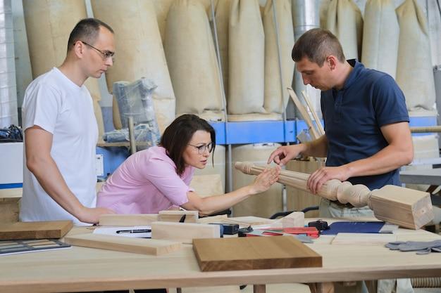 工業用木工ワークショップ Premium写真