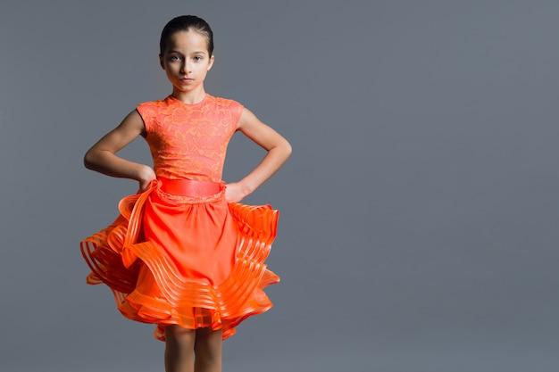 女児ダンサーの肖像画 Premium写真