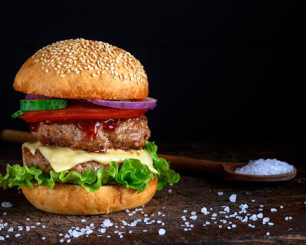 ダブルバーガーチーズ Premium写真