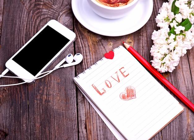 碑文の愛と紙のメモ帳 Premium写真