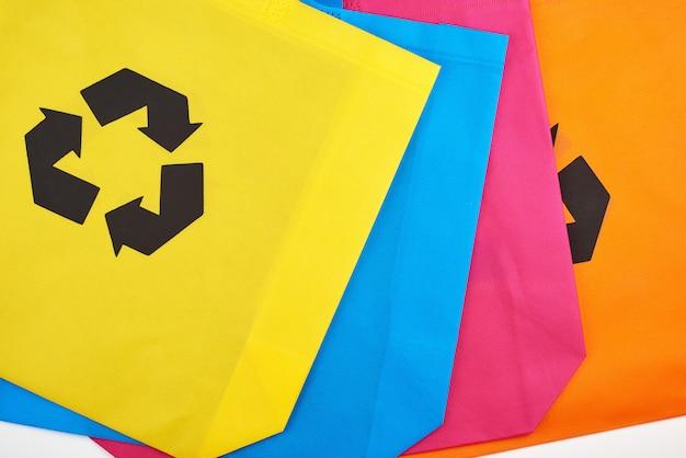 Разноцветные вискозные экологически чистые пакеты Premium Фотографии