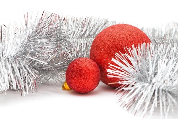 赤いボールとガーランド Premium写真