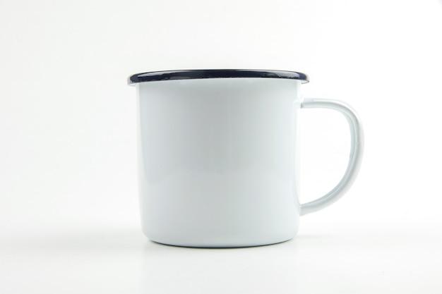 白い錫カップ Premium写真