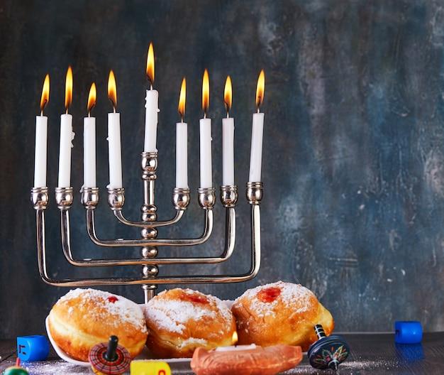 ユダヤ人の祝日のハヌカの背景 Premium写真
