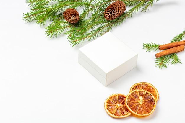 Апельсин на веточке купить, цена на декор в интернет-магазине из ...   417x626