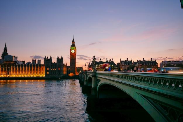 Биг бен и вестминстерское аббатство в лондоне, англия Premium Фотографии