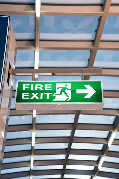 空港の消防標識 Premium写真