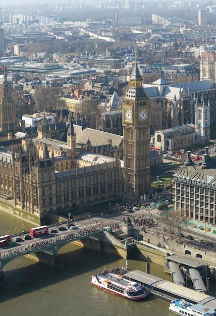 ロンドン、イギリスのビッグベンとウェストミンスター寺院 Premium写真