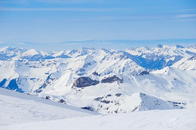 スイスのユングフラウ、スイスのスキーリゾート Premium写真