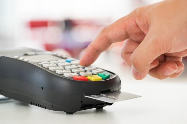 クレジットカードによる支払い、製品とサービスの売買 Premium写真