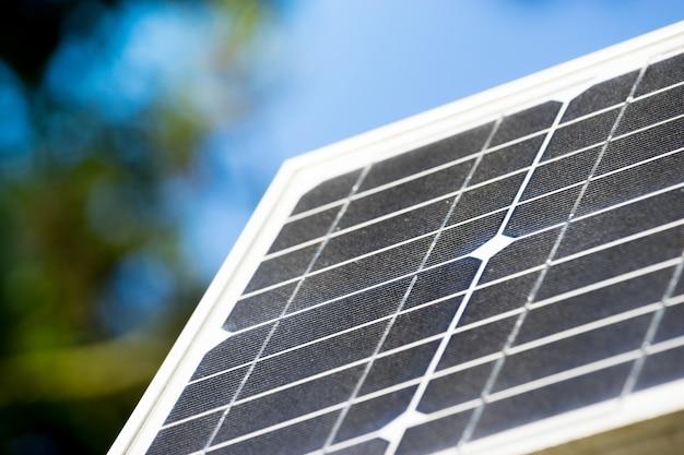 Панель солнечных батарей, экология зеленой энергии Premium Фотографии