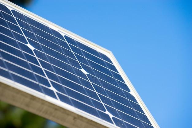 太陽電池パネル、エコロジーグリーンエネルギー Premium写真