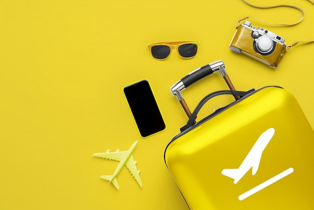 Путешествие и самолет с багажом Premium Фотографии