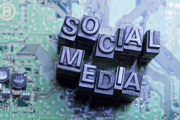インターネット、ソーシャルメディア、ブログのウェブサイトのアイコン Premium写真