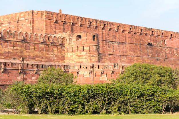 アグラ、インドの赤いアーグラ城塞の壁 Premium写真