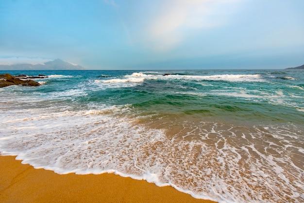 夕方の素晴らしいエーゲ海 Premium写真