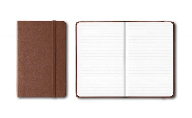 ダークレザークローズドオープンオープン白で隔離されるノートブック Premium写真