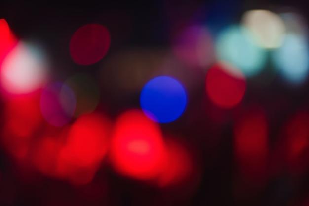 多重ぼやけたライトと背景のカラフルなボケ味 Premium写真