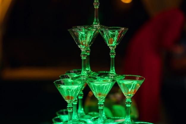 甘いチェリーとマティーニカクテルグラス Premium写真