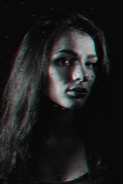 雨滴とガラスの後ろに女の子の黒と白の肖像画 Premium写真