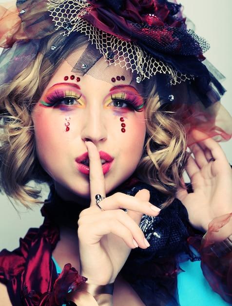 芸術的なメイクアップを持つ女性、人形スタイル、 Premium写真