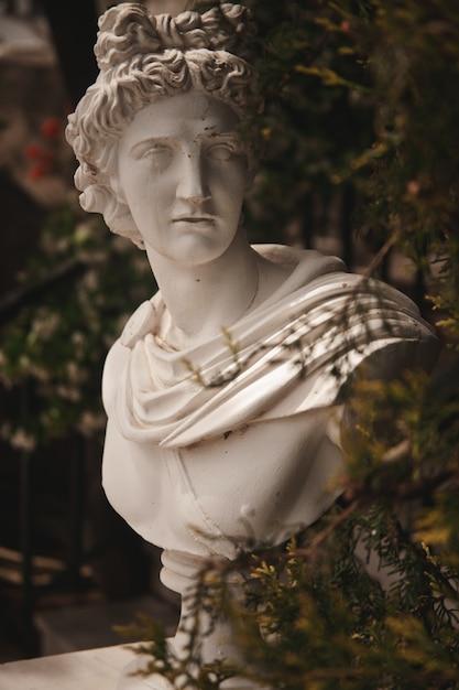 Статуя сада в греции Premium Фотографии