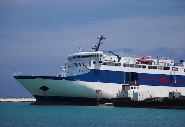 Порт, закинф, греция, остров. Premium Фотографии