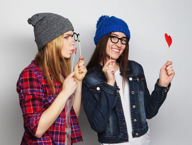 Лучшие друзья девушек-хипстеров готовы к вечеринке Premium Фотографии
