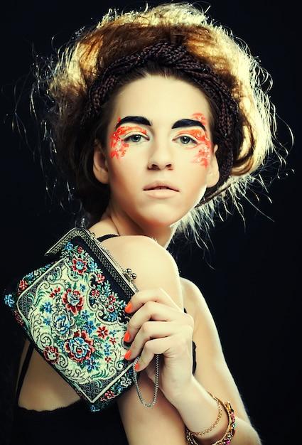 若くてきれいな女性とメイクアップ Premium写真