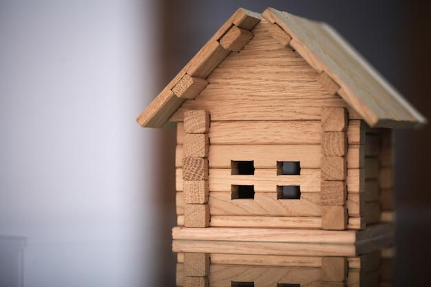 新しい家を建てます。構築ツールで家の青写真のクローズアップ Premium写真
