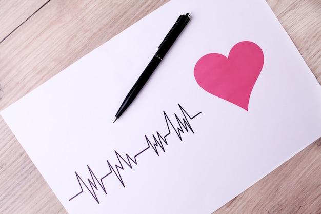 Кардиограмма. экг показывает сердцебиение Premium Фотографии