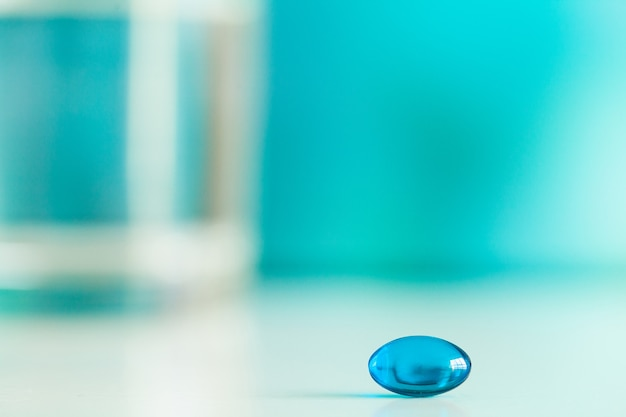 カプセルの性の健康のための医学の潜在的な丸薬。 Premium写真