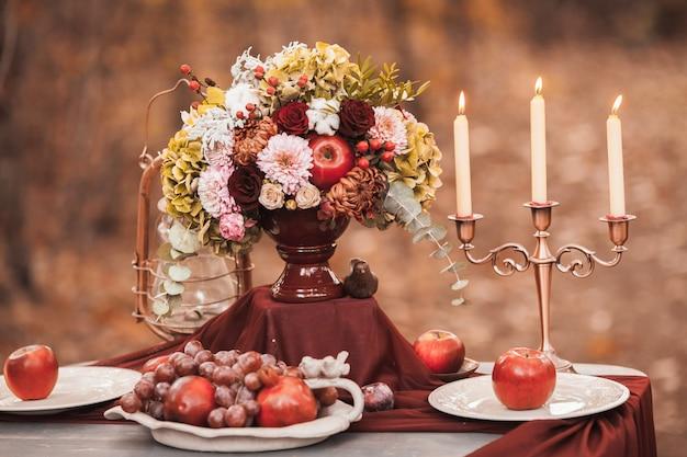 結婚披露宴での結婚式の装飾 Premium写真