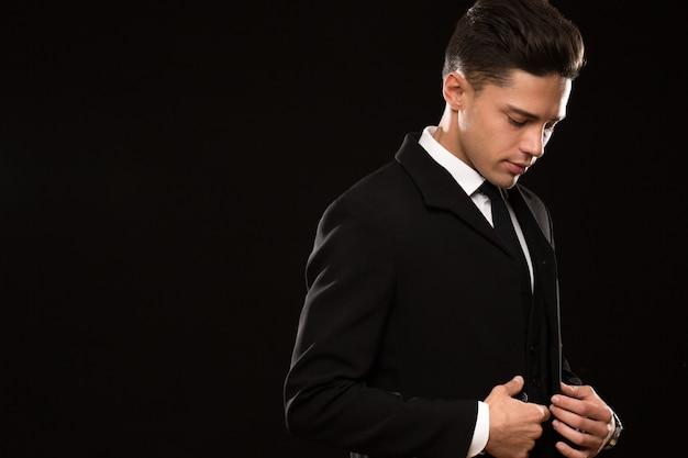 上品なスーツでハンサムな実業家 Premium写真